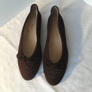 CHANEL Brown Suede CC LOGO  Round Toe Ballet Flats